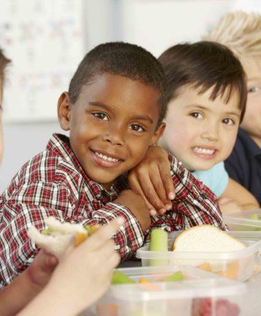 school children eating lunch